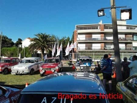 CUATRO AUTOMOVILES DE BRAGADO COMPITEN EN URUGUAY.